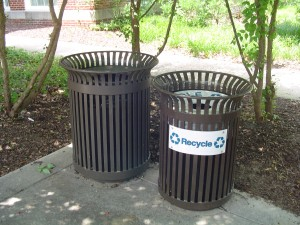 Recycling can and Non-recycling can